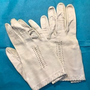 Vintage 1960s Kislav kid leather gloves in bone